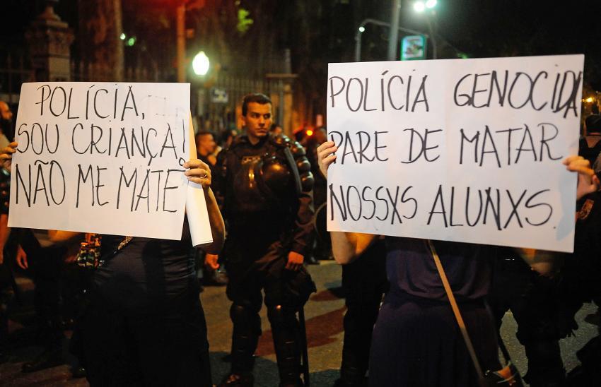 TS_protesto-moradores-do-Alemao-morte-de-crianca_20150408_0003-850x548