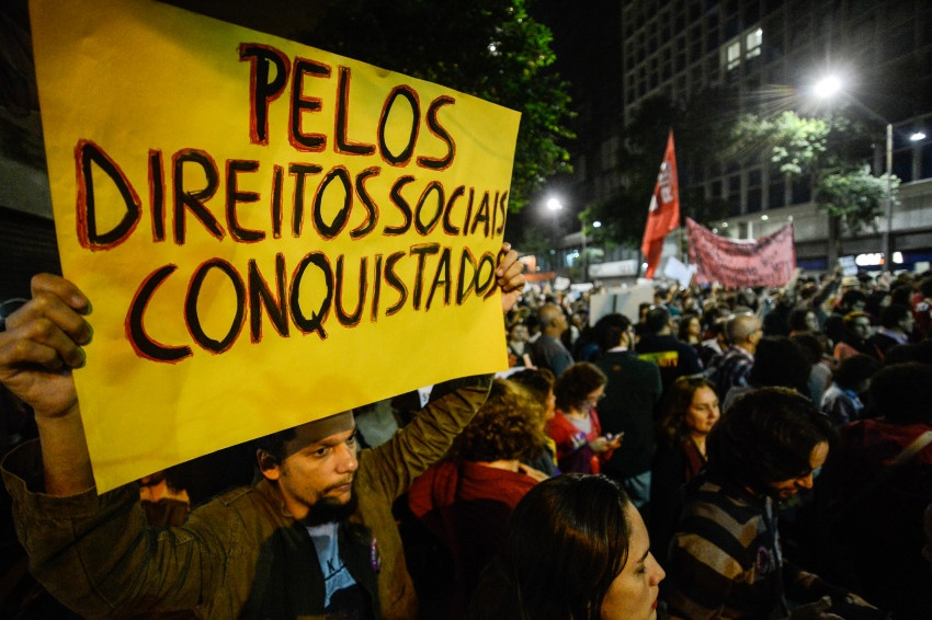 Rio de Janeiro - Servidores públicos federais de diversas categorias protestam no centro da cidade contra a reforma da Previdência, o congelamento de salários e desligamentos (Fernando Frazão/Agência Brasil)