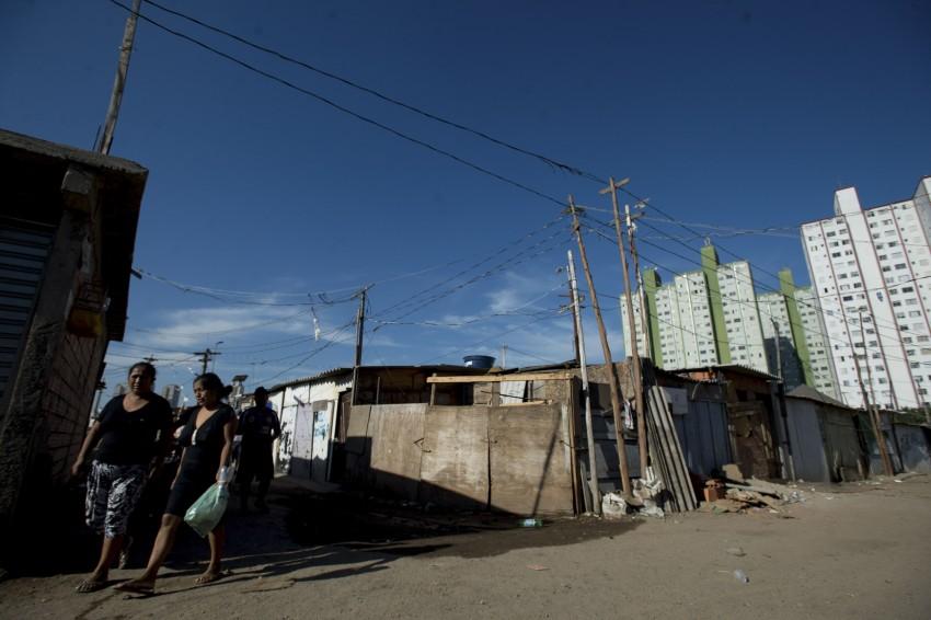 Mercado imobiliário aumentou, mas não resolveu desigualdade. Em 2015, SP apresentou déficit de 230 mil moradias. Foto: Marcelo Camargo/Agência Brasil