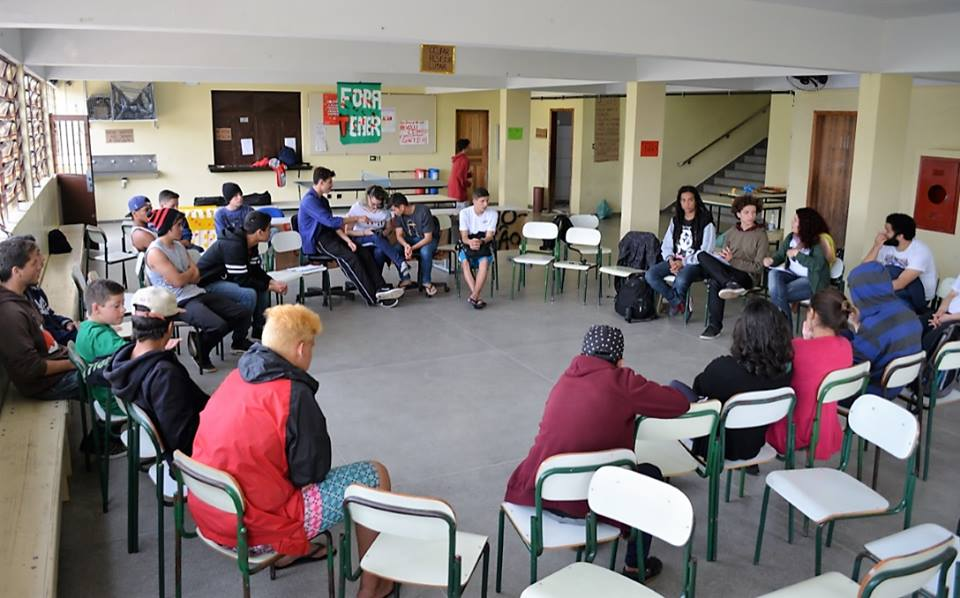 Debate do saguão da escola