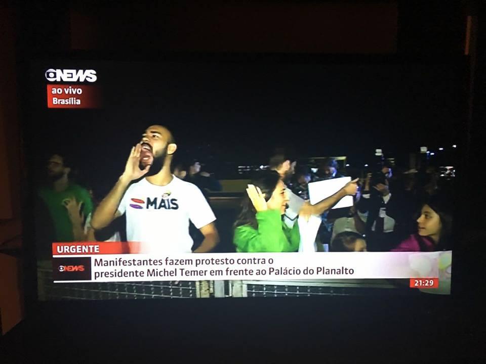 Foto: Lucas foi flagrado minutos antes realizando manifestação pacífica em cobertura da Globo News