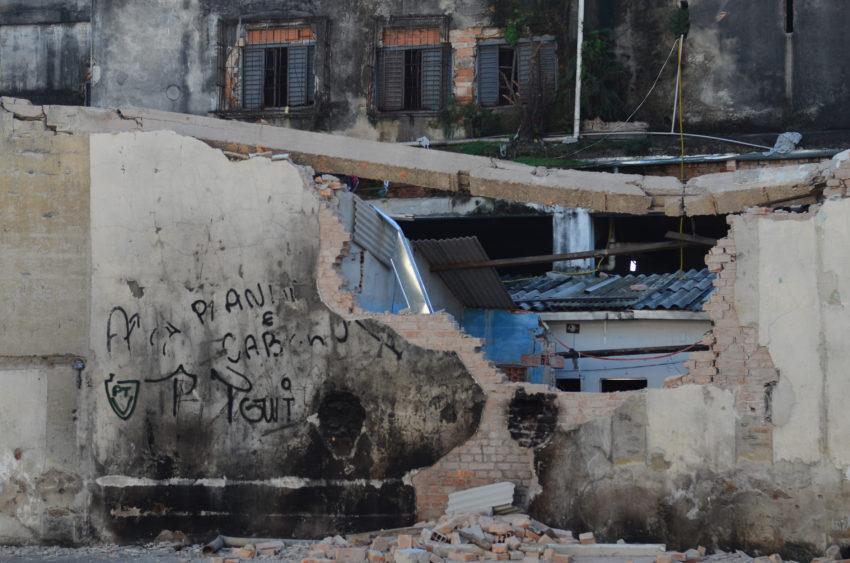 São Paulo - Muro derrubado pela prefeitura dia 23 que deixou três feridos na região da Cracolândia (Rovena Rosa/Agência Brasil)