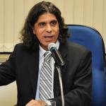 Parlamentar faz gesto ameaçando dirigente do ANDES-SN