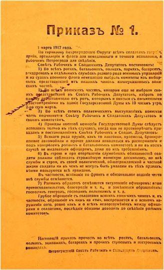"""Ordem número 1 do Soviete de Petrogrado, emitida em 14 de março de 1917. Este documento exorta às unidades a elegerem comitês de soldados, a enviarem representantes para o Soviete e a obedecerem seus oficiais e o Governo Provisório somente se suas ordens não contradissessem as ordens e decretos do Soviete de Petrogrado. Todas as armas deveriam ser entregues a esses comitês """"e, de forma alguma serem entregues aos oficiais, mesmo sob pedido""""."""