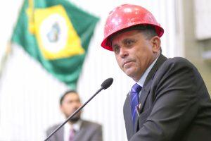 Nestor Bezerra toma posse de capacete. Foto divulgação AL-CE