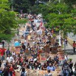 'Ditadura nunca mais' desfila contra o fascismo em São Paulo