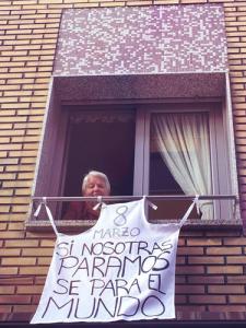 Das sacadas, aventais mostram a adesão à greve. Fonte: hacialahuelgafeminista.org