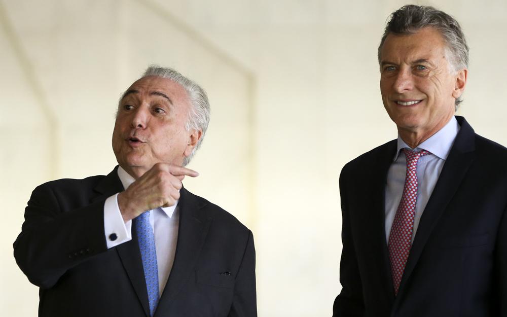 Michel Temer recebe Mauricio Macri, presidente da Argentina, durante a 51ª Cúpula de Chefes de Estado do Mercosul e Estados Associados, no Palácio Itamaraty (Marcelo Camargo/Agência Brasil)