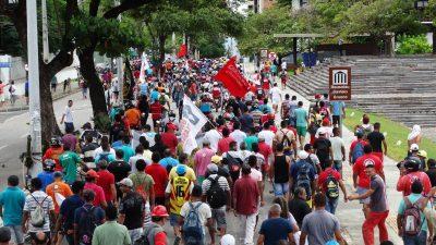 Operários durante greve de Fortaleza. Arquivo