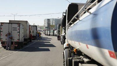 Caminhoneiros fazem paralização na BR 101, Niterói-Manilha, na altura de Itaboraí, no Rio de Janeiro. Foto Tomaz Silva / Ag. Brasil