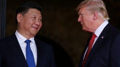 O presidente da China, Xi Jinping, e o presidente dos EUA, Donald Trump, em abril de 2017. Foto: Reuters/Carlos Barria/TPX