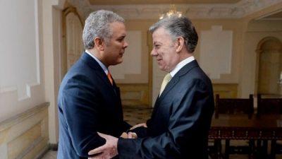 O eleito Iván Duque, após reunir-se com o atual presidente, Juan Manuel Santos