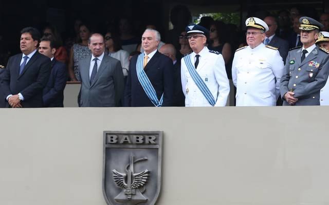 Michel Temer com ministros militares. Foto: Antonio Cruz / Ag. Brasil