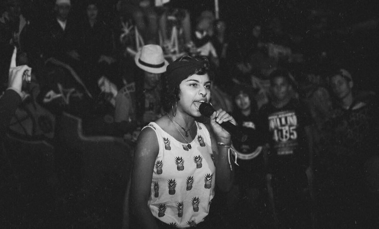 Jovem Gabriely em batalha de rap da região do ABC.