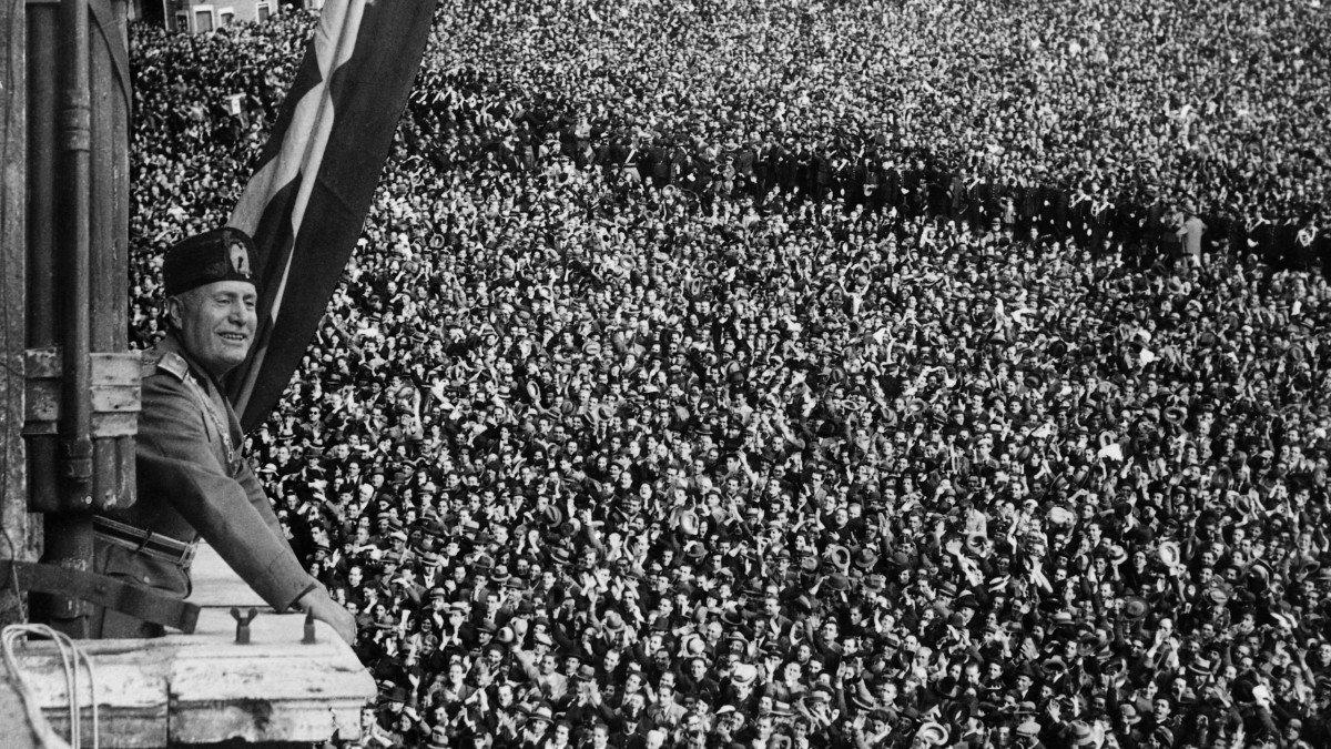 Mussolini na marcha sobre Roma, em 28 de outubro de 1922