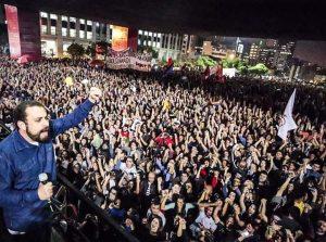 Guilherme Boulos, no ato em São Paulo, após a eleição