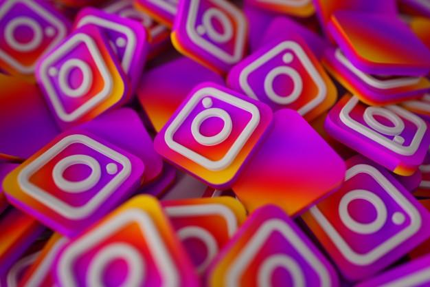 Imagem com uma pilha de logomarcas do instagram