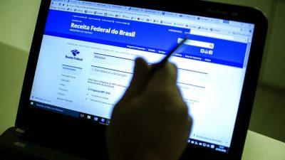 Imagem mostra tela de computador, com página da Receita Federal